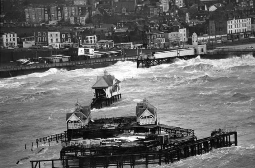 Storm destroying Margate Pier